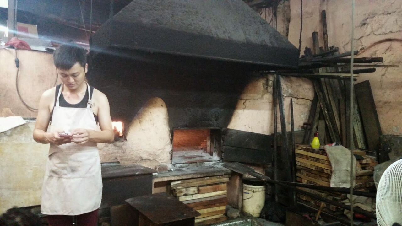 This Old School Bakery Operating Since 1919 Still Churns Out Breads From The Very Same Clay Brick Oven That Uses Wood For Its Fire