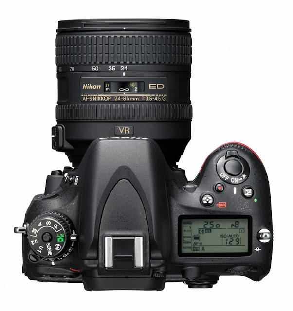 Il pannello LCD e la ghiera dei comandi della Nikon D610