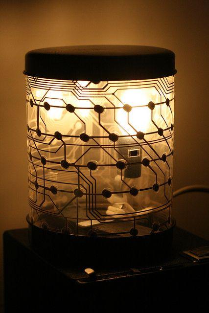 luminária com circuito de teclado