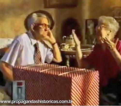 Divertida campanha da Poupança Bamerindus onde dois idosos tentam dialogar, sem muito sucesso.
