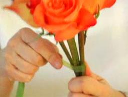 Cách bó hoa hồng 03