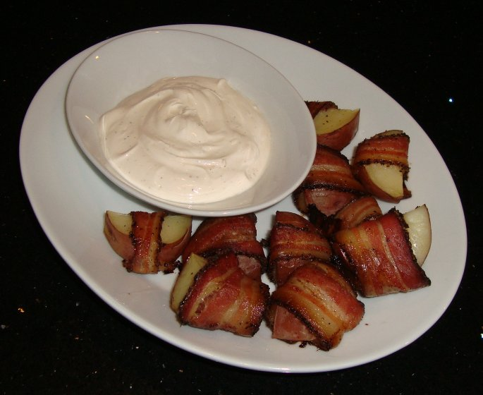 ... : Bacon-Wrapped Potato Bites with Spicy Sour Cream Dipping Sauce