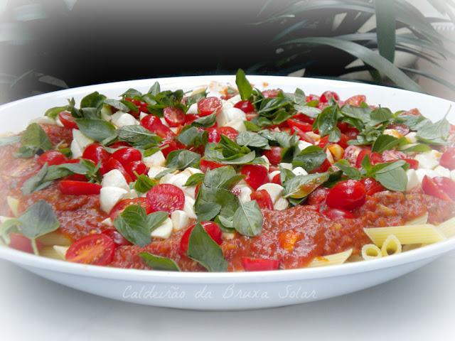 Penne aos 2 molhos de tomate (quente e frio)