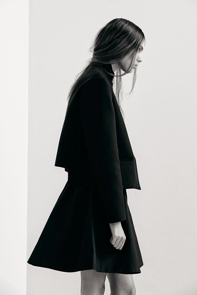 Currently craving black minimalism joojoo azad for Modern minimalist fashion