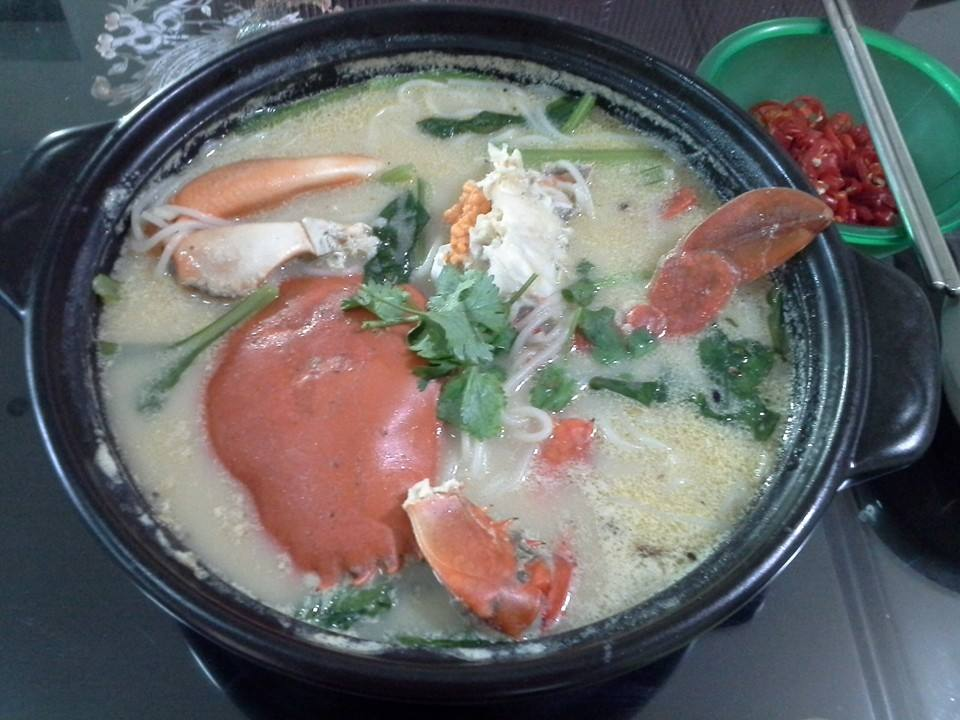 Singapore Home Cooks: Crab Bee Hoon Soup by Choo Helen
