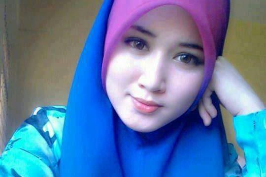 http://artikelbebas.com/wp-content/uploads/2014/05/Download-Wallpaper-Gambar-Wanita-Cantik-Berkerudung-Terbaru.jpg