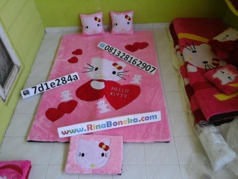 Harga Karpet Bulu Hello Kitty 1 Set