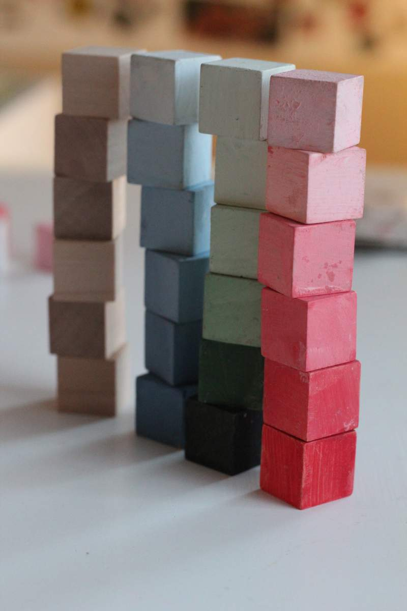http://momgineer.blogspot.com/2011/02/color-resemblance-sorting-cubes.html