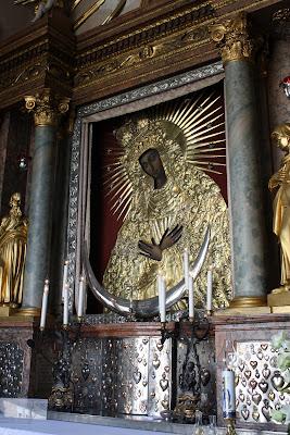 Vilnius, Vilna, Lituania, Puerta del Amanecer, Virgen de la Misericordia
