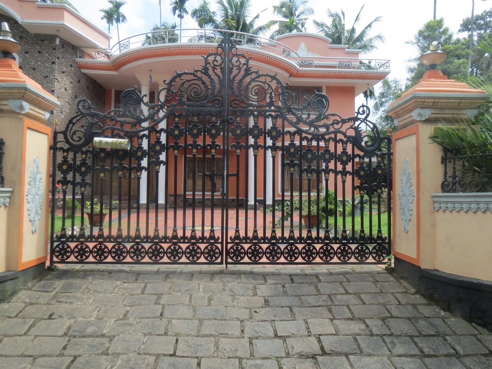 Kerala gate designs august 2013 for Home gate design