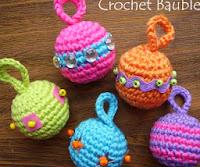 http://6ichthusfish.typepad.com/6ichthusfish/2009/11/free-crochet-pattern-for-christmas-tree-baubles.html