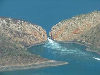 Foto Air Terjun di Teluk Talbot Mengalir Bolak-balik