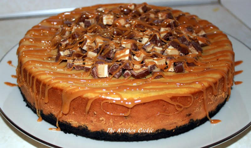 TheKitchenCookie: Caramel Peanut Butter Snickers Cheesecake