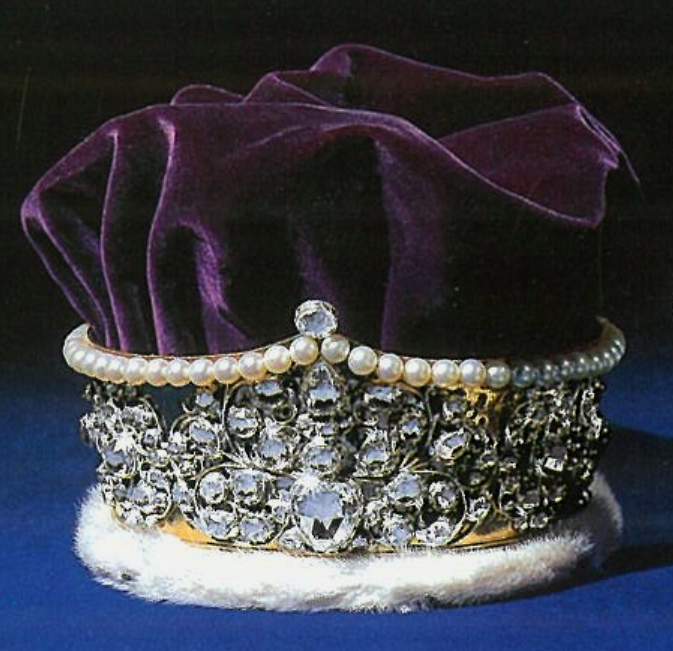 Official and historic crowns of the world and their for Mary queen of scots replica jewelry