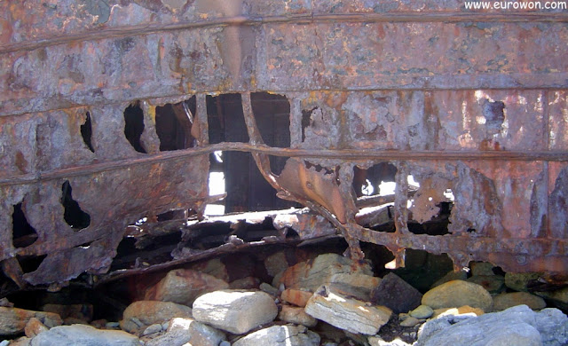 El casco oxidado del MC Plassey en Inisheer