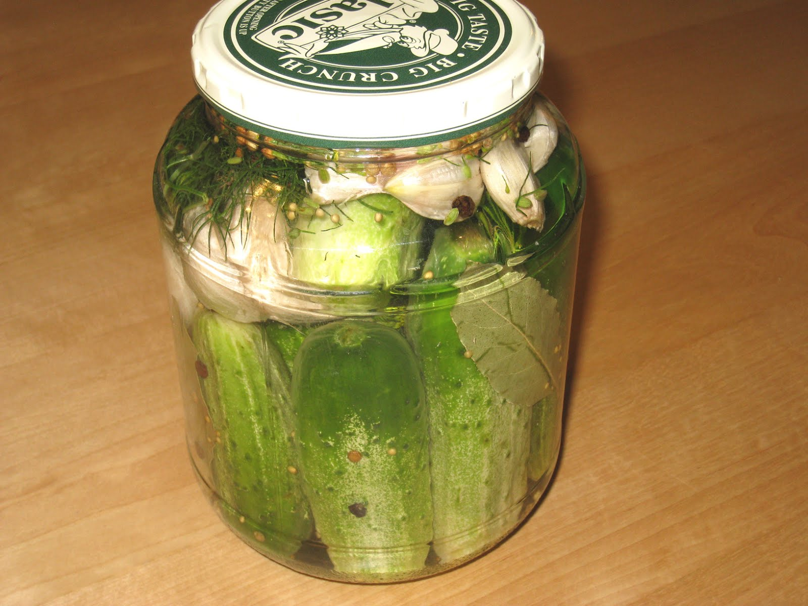How to salt lightly salted cucumbers in a jar and in a package