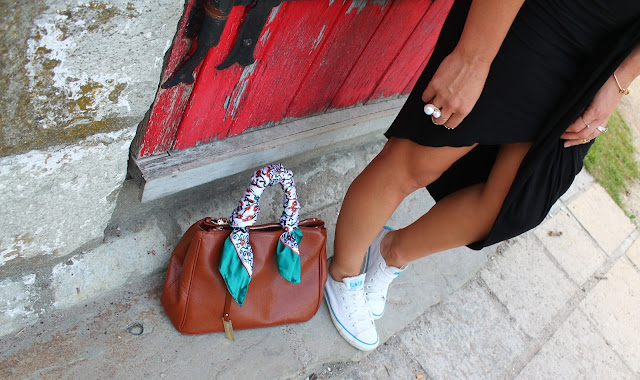 Toronto Islands, outfit with sneakers, cropped top, sporty chic, structured bag, canadian blogger, top fashion bloggers