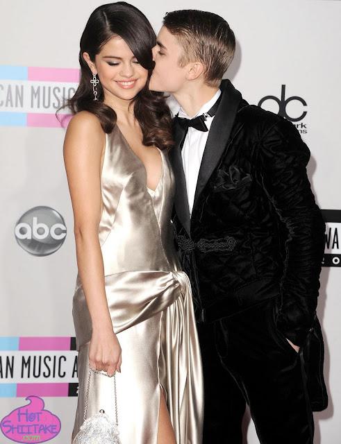 Justin Bieber Kissing Selena Gomez AMA 2011