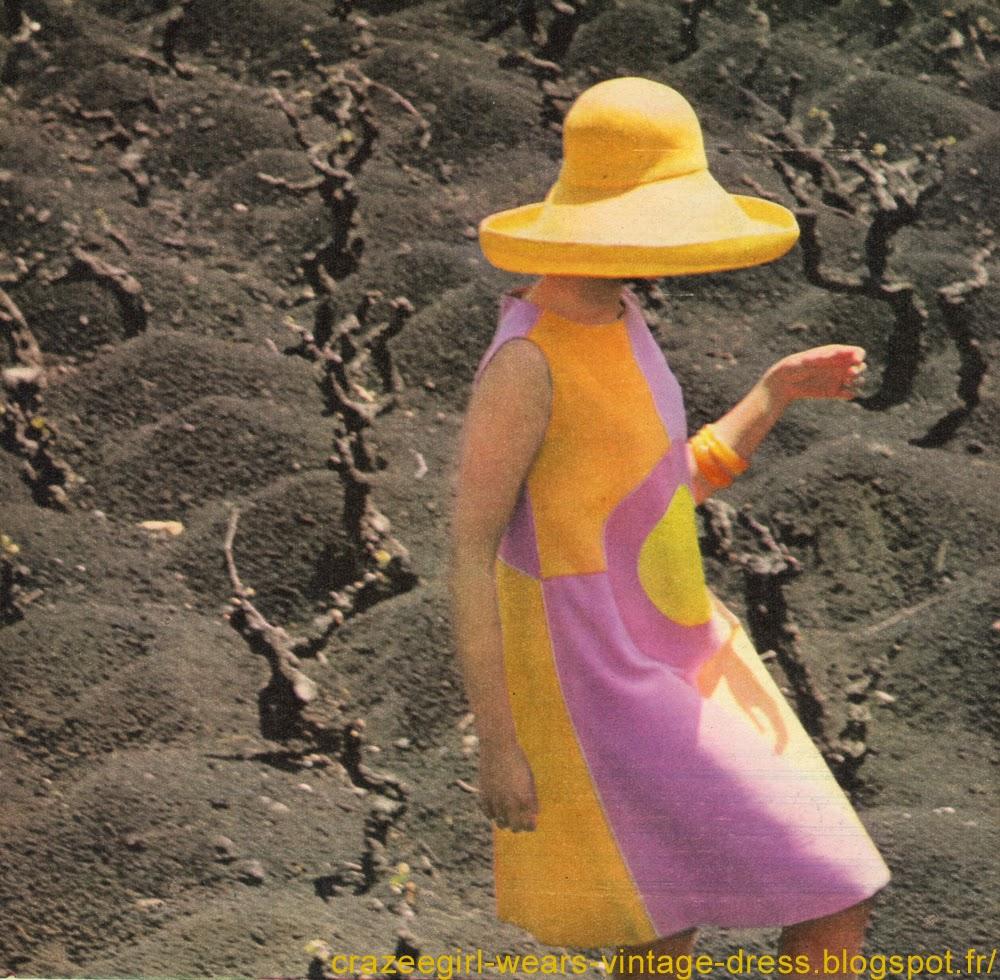 LES IDEES VOLCANIQUES  Celles  de  Gérard   Pipart,   qui  a   inventé ces robes de vacances, violentes, étonnantes et appétissantes, découpées dans des toiles vives, et photographiées  sur  les  flancs  noirs  de   l'Etna où   poussent   les   meilleures   vignes   de   Sicile.  Harmonie fraîche  pour celle-ci, couleur de sorbet, évasée comme une robe d'enfant et ensoleillée d'un cercle lumineux Ce sont trois modèles de Bellerive, ils sont en vente chez Eva. Chapeaux Cécile Billard. Harmonie fraîche  pour celle-ci, couleur de sorbet, évasée comme une robe d'enfant et ensoleillée d'un cercle lumineux Harmonie chaude   pour cette robe mince au bas de laquelle se couche un soleil de feu à larges rayons Harmonie froide   pour la troisième, franchement aquatique et pareillement évasée, sans col ni manches vintage 1960 60s 1962 mod scooter dress colorblock color block