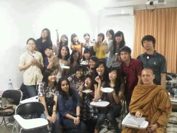 Gambar Mahasiswa Unpri dan IBU Rianda Elvinawanty,S.Psi,M.Si Ulang Tahun 2012