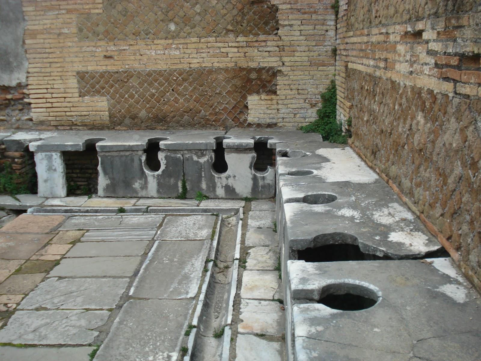 Baños Romanos Historia: en centros de la vida social, y pervivió durante la Edad Media
