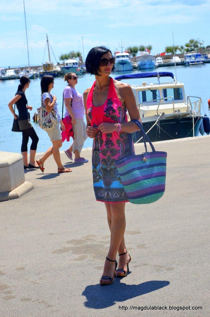 W zwiewnej sukience  w portowym  mieście Krk – część 2