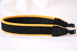 Kamerarem i svart neopren med gula detaljer