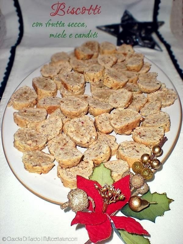Biscotti con frutta secca, miele e canditi