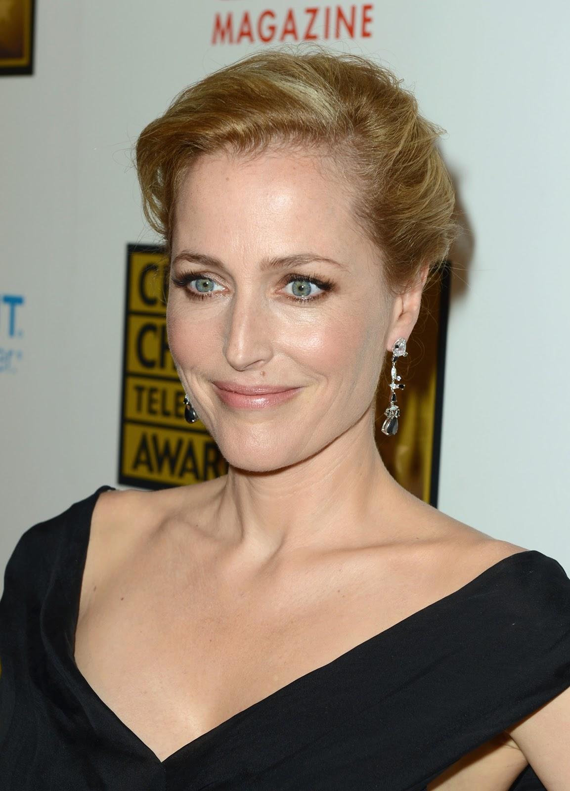 http://3.bp.blogspot.com/-5xFMq3kzWfI/T-Cvk_idVZI/AAAAAAAADJ0/U8DJzMEgHAM/s1600/Ega_Gillian-Anderson_Critics-Choice-Awards_Junio-18_2012_04.jpg