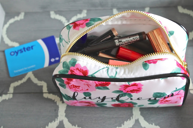 What's inside my weekend make up bag