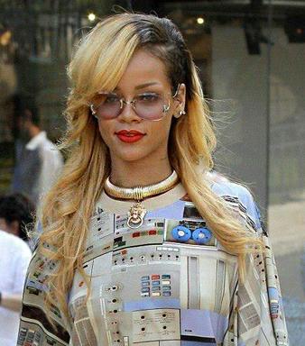 Rihanna uzun sarı saç modeli