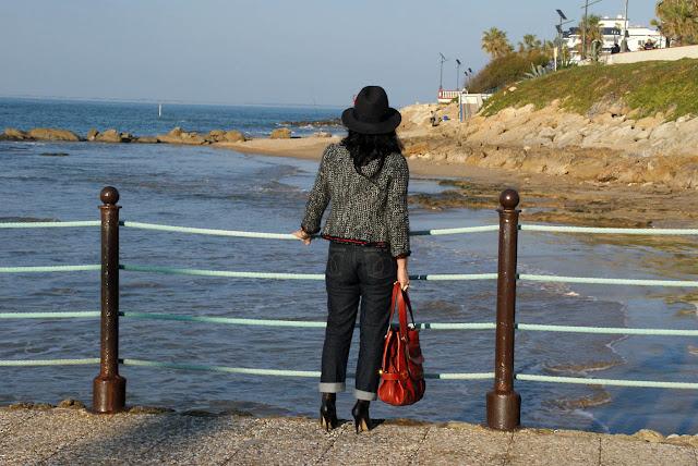 outfit_para_pasear_por_la_playa_en_invierno