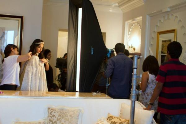 http://3.bp.blogspot.com/-5yM7xR0NVUw/UimtoaCN68I/AAAAAAABiPk/hQLbquzZcbo/s1600/Behind+The+Scenes+of+Sonam+Kapoor%27s+cover+Photo+shoot+for+%27The+Hindu+Bridal+Mantra%27+(1).jpg