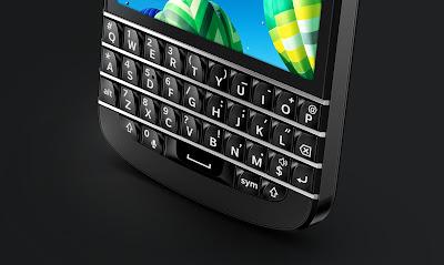 """Las acciones BlackBerry están en un 6% (a partir de este escrito) después de Societe Generale el analista Andy Perkins hizo una nota positiva de la empresa. Perkins ha cambiado su recomendación sobre la acción de compra y le da un precio objetivo de US $ 17 desde $ 13. La calificación más alta se produce después de los controles de Perkins que muestran que las ventas del BlackBerry Z10 y Q10 podrían haber sido mejor que lo que muchos esperaron. """"En total, creemos que los teléfonos BlackBerry 10 podrían registrar ventas superiores a los 5 millones de unidades"""", dice"""