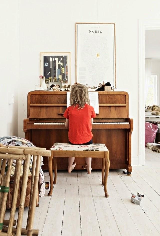 Pianino w nowoczesnym wnętrzu