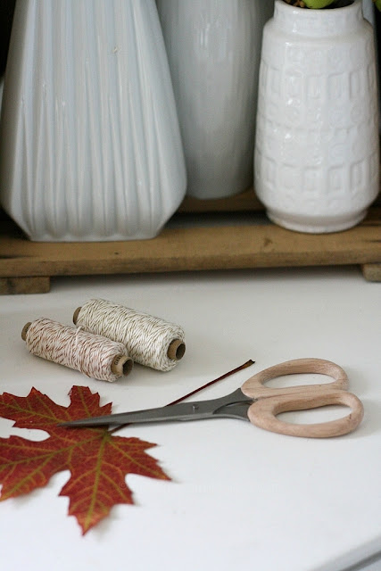 Herbst, einfache Herbstdeko, DIY, Duftkerze, Glade by Brise, Bali Sandelholz und Vanille, herbstlich dekorieren mit Blättern und Kerzen