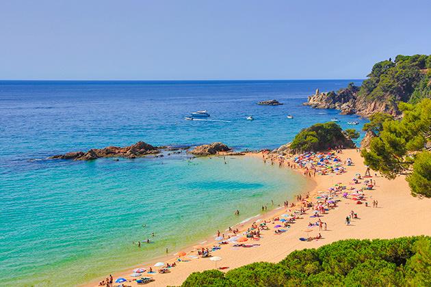 Turismo en catalu a lugares de inter s de costa y naturaleza for Como se llama el hotel que esta debajo del mar