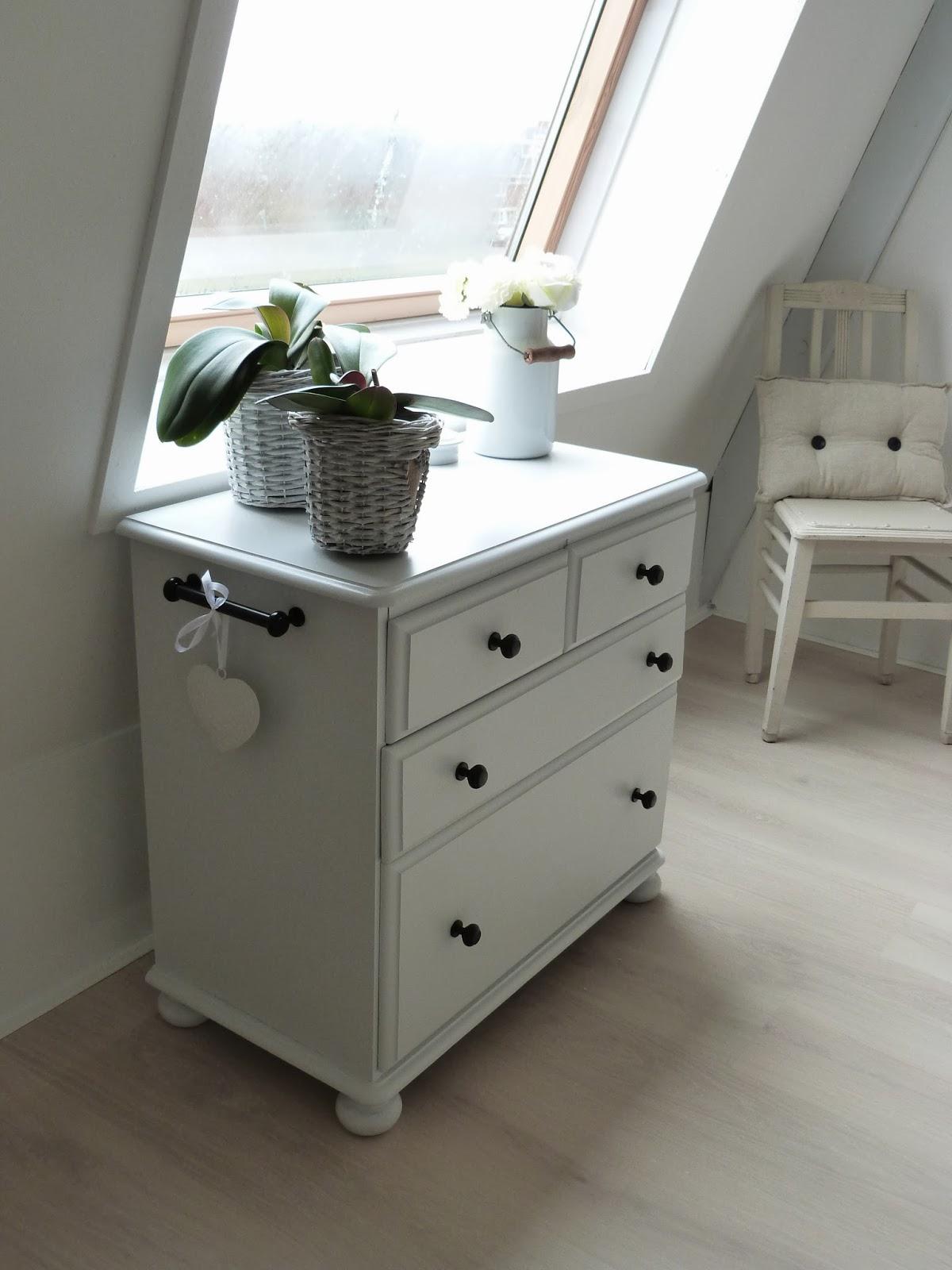 witte ladenkast slaapkamer : Source brocante schelpenhuisje blogspot ...