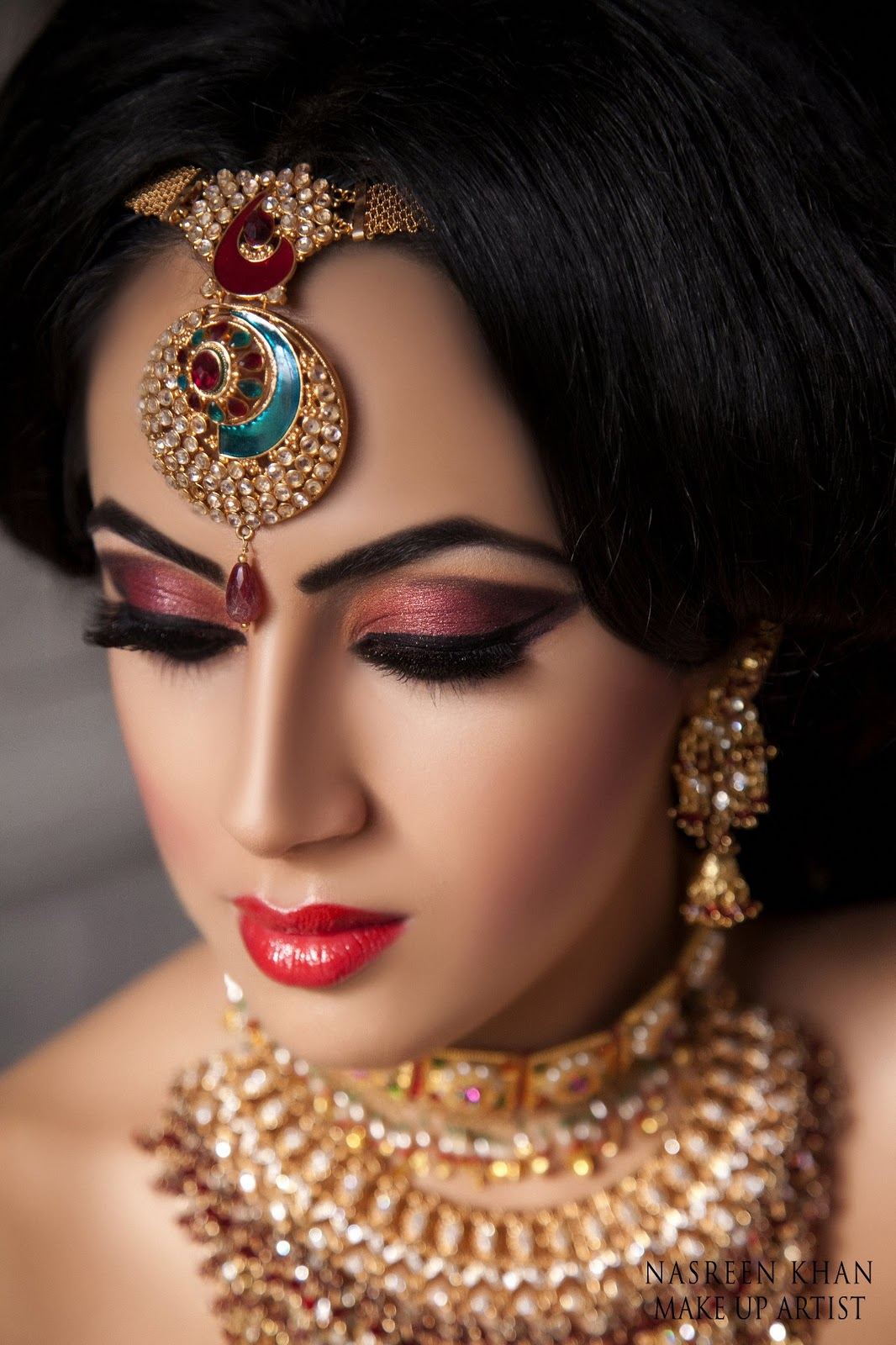 Nasreen is a UK based Makeup Artist, she covers london midlands & west title=