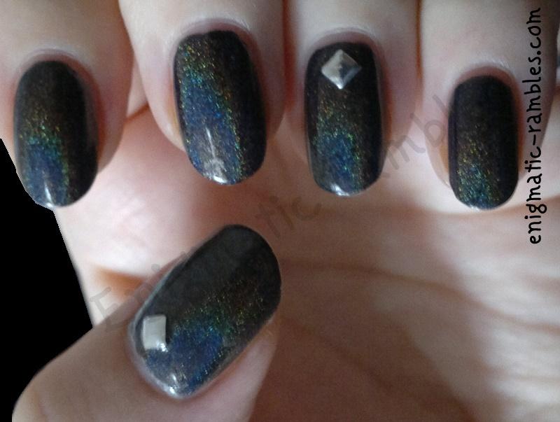 colors-by-llarowe-black-gold-texas-tea-4mm-silver-studs-nails-nail-art