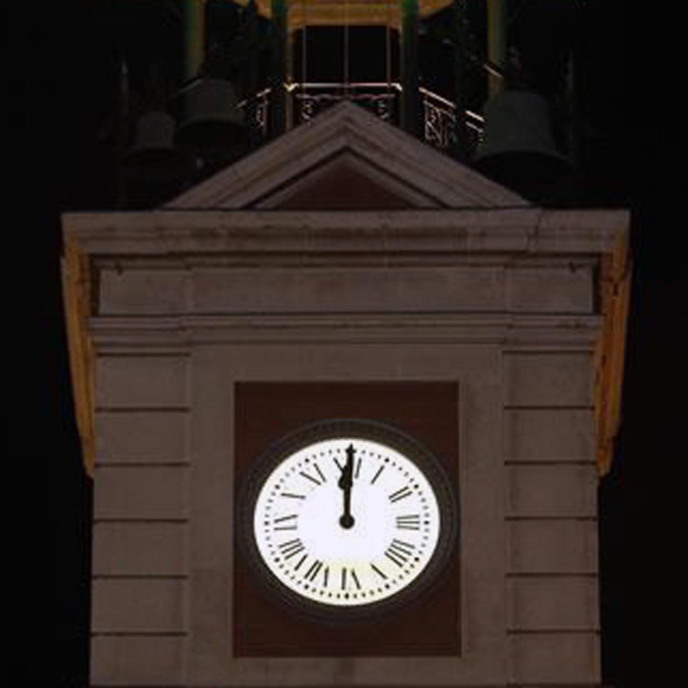 Descubriendo mayrit guia de turismo en madrid reloj de for Fotos reloj puerta del sol madrid