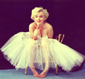 WE  MARILYN MONROE