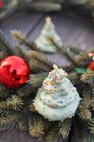 http://www.recettesgourmandesbykelou.com/2014/12/sapins-de-noel-meringues-la-pistache.html