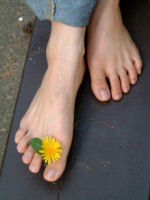 ZeeFeets - Female Feet Pictures & Videos: Asian Girls Feet: http://zeefeets.blogspot.com/2012/05/asian-girls-feet.html