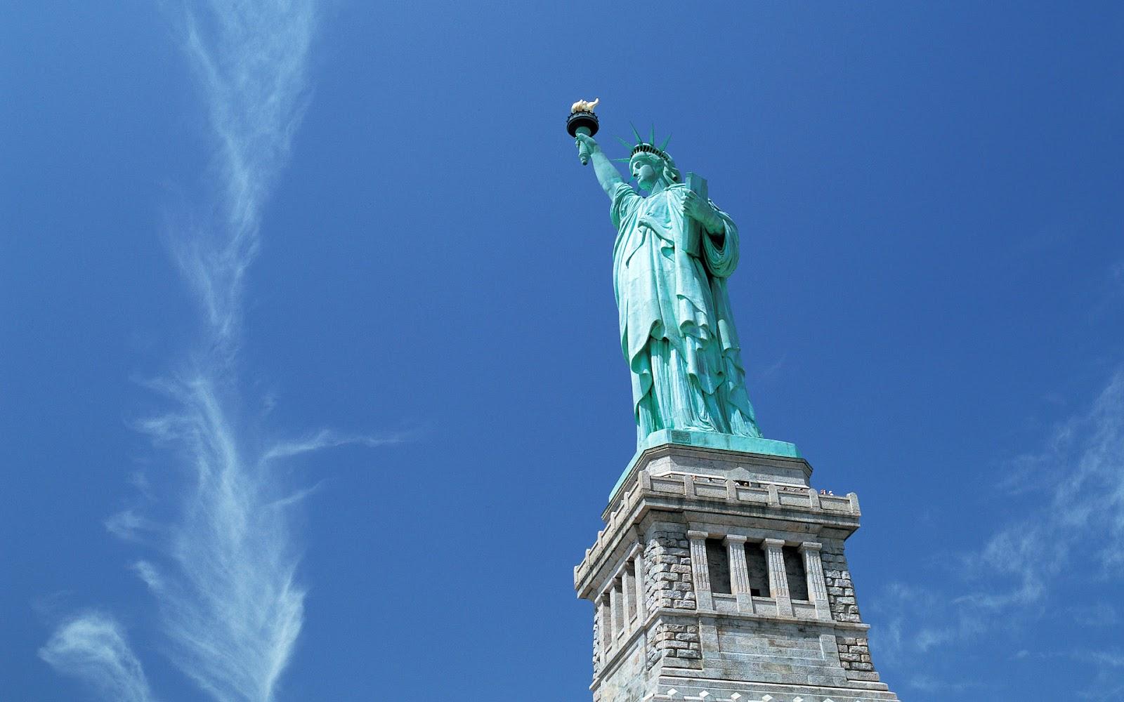 http://3.bp.blogspot.com/-6-CWJl_bUwo/UA-vWpe3gzI/AAAAAAAADaM/gNSnXZC0HQs/s1600/hd-landschappen-wallpapers-steden-met-the-statue-of-liberty-in-new-york-city-vrijheidsbeeld-hd-achtergronden.jpg