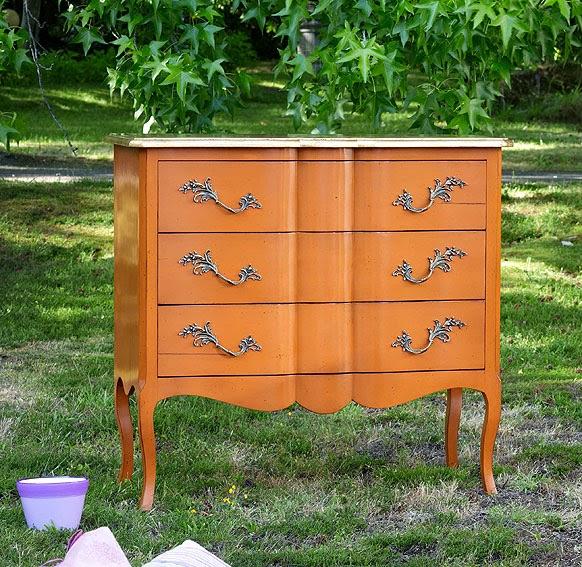 http://www.portobellostreet.es/mueble/11753/Comoda-Vintage-Naranja
