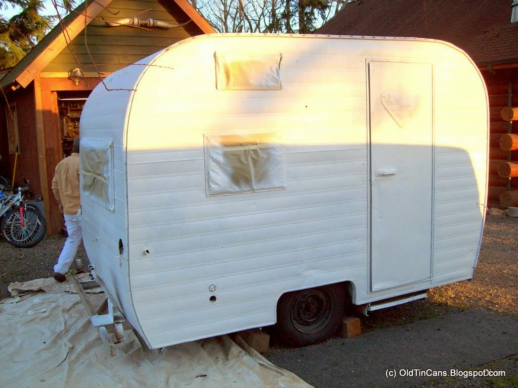Vintage Travel Trailers New Exterior Paint On The Vintage Mini Winnie Winniebago Travel Trailer