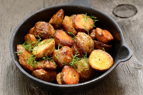 Картошка с мясом в сковороде в духовке рецепт