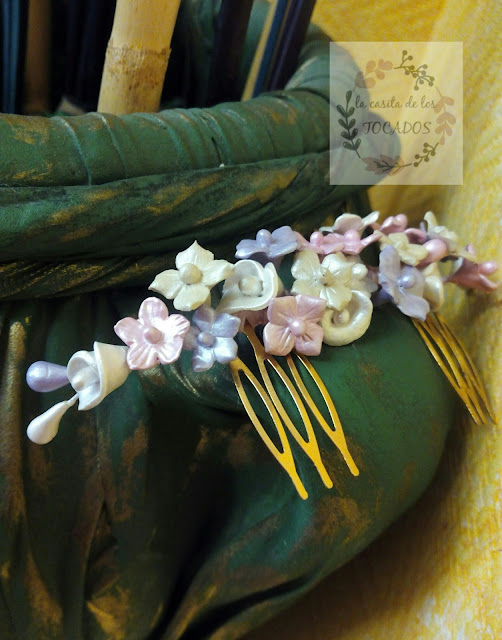 peineta vintage para novia en colores blanco, rosa y malva
