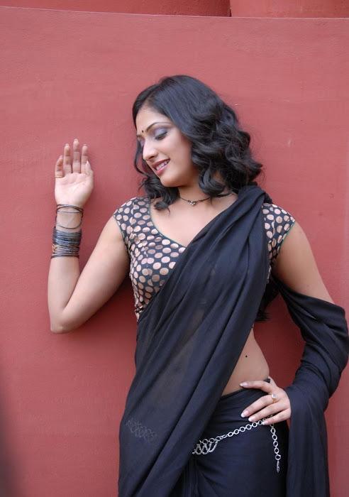 hari priya new saree photo gallery